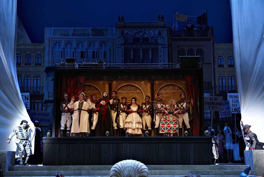 Markus Brück als Figaro, Maurizio Muraro als Bartolo, Ante Jerkunica als Basilio, Hulkar Sabirova als Berta, Jana Kurucová als Rosina, Chor der Deutschen Oper Berlin, Lawrence Brownlee als Almaviva