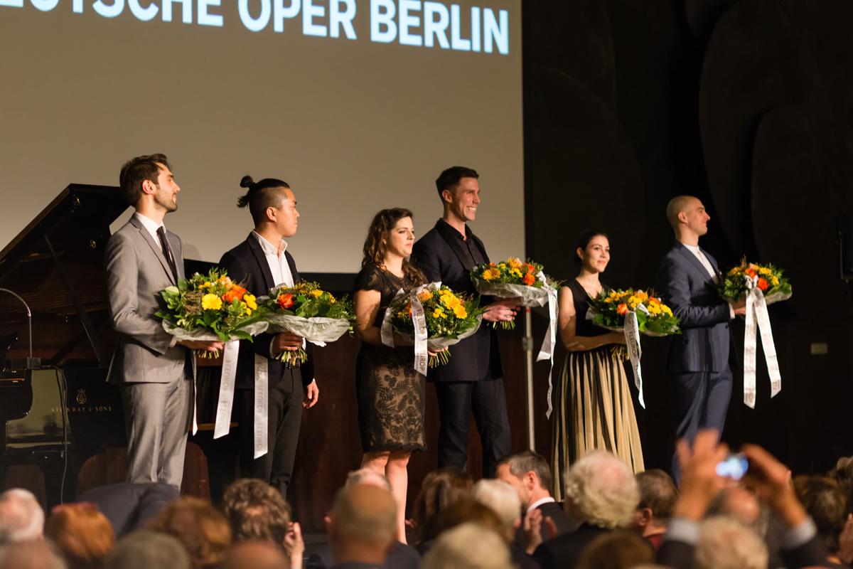 von links nach rechts: Jean-Paul Pruna, Byung-Gil Kim, Nicole Haslett, Sam Roberts-Smith, Sandra Hamaoui, Matthew Newlin
