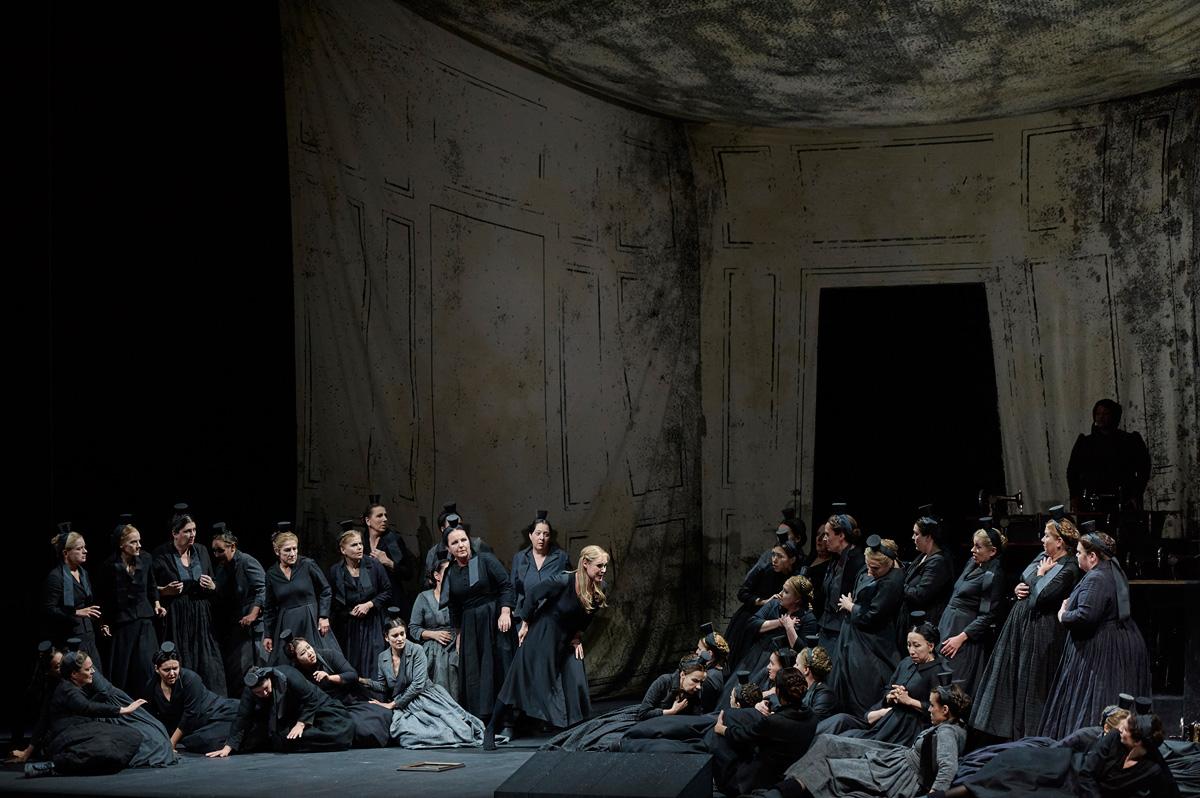 Ingela Brimberg als Senta, Chor der Deutschen Oper Berlin