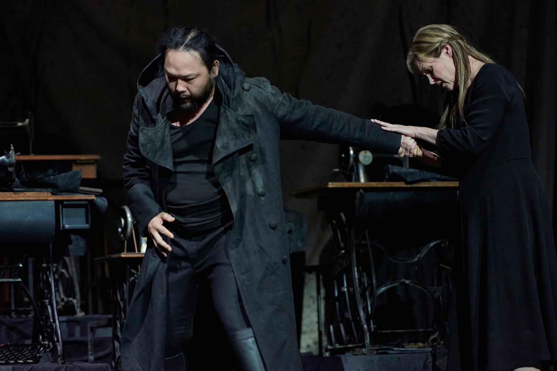 Samuel Youn als Holländer, Ingela Brimberg als Senta